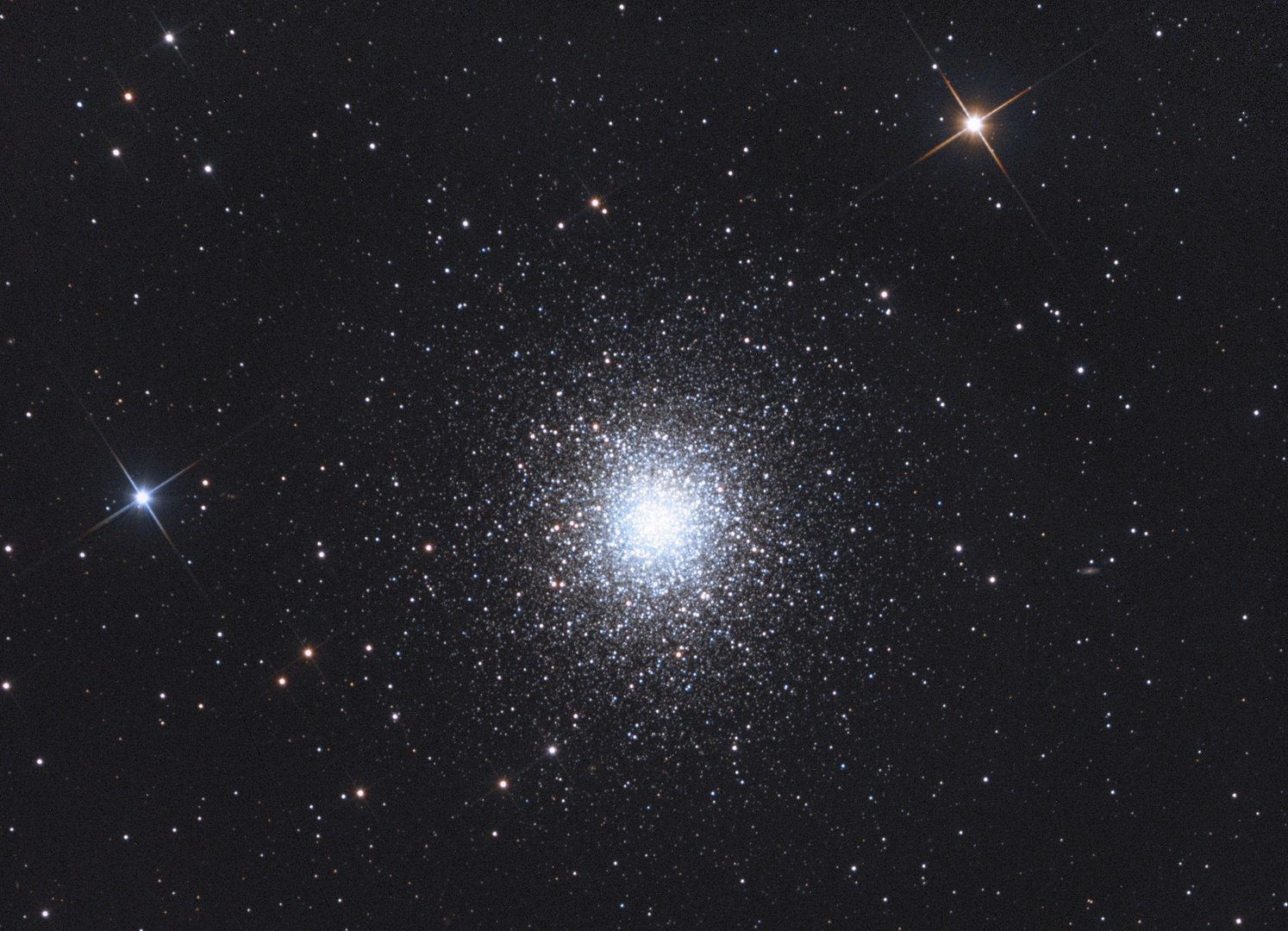 Der Kugelsternhaufen M13 im Sternbild Herkules