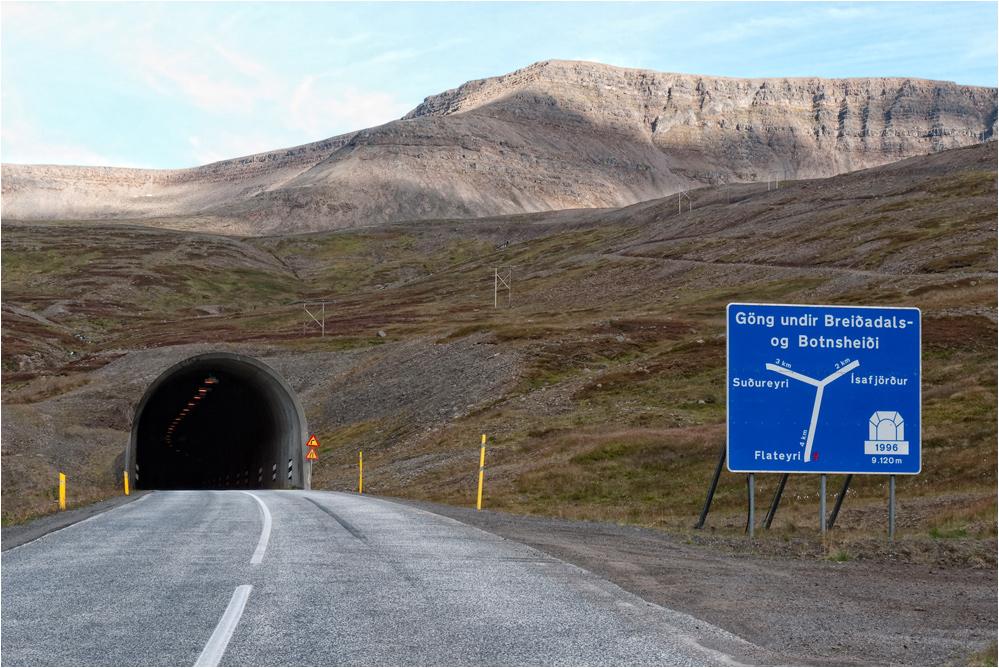 Der Längste Tunnel Foto Bild Europe Scandinavia Iceland