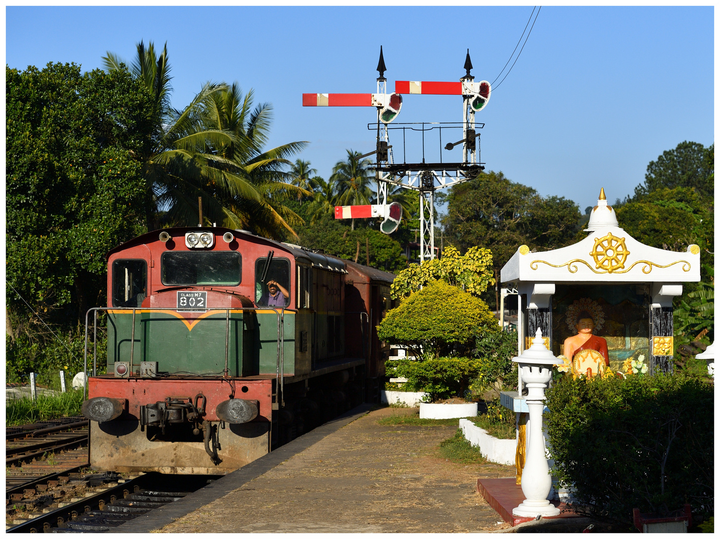 Der Local Passenger nach Rambukkana läuft ein