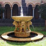 Der Löwenbrunnen der Abtei von Maria Laach ist auch schon ein wenig Dazumal...