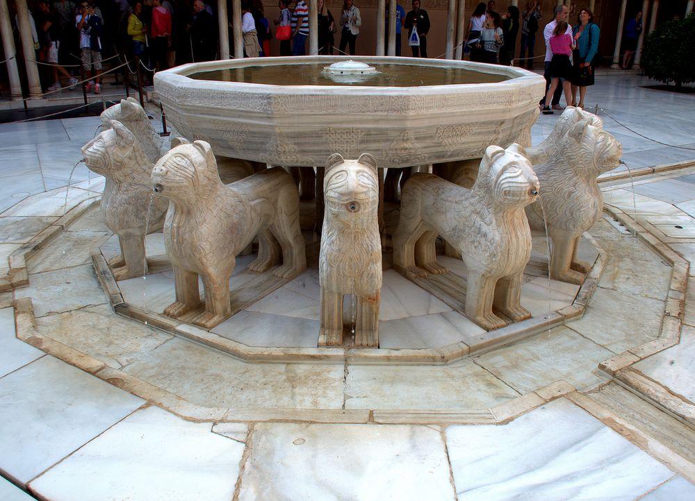 Der Löwenbrunnen im Löwenhof der Alhambra 2