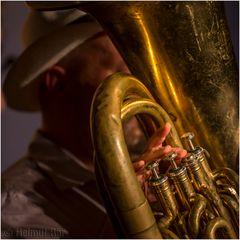 Der Mann an der Tuba