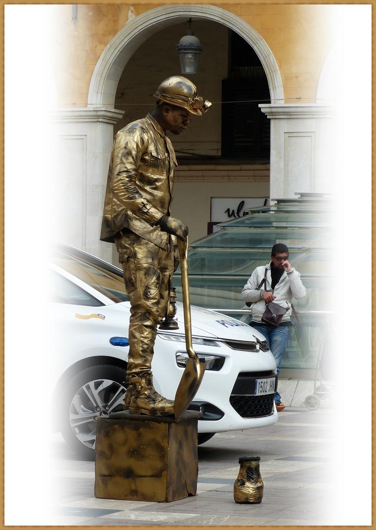 Der Mann Mit Dem Goldhelm Foto Bild Erwachsene Menschen In Der