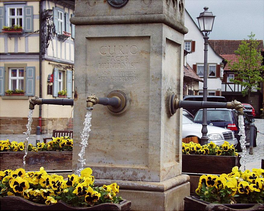 Der Marktbrunnen ...