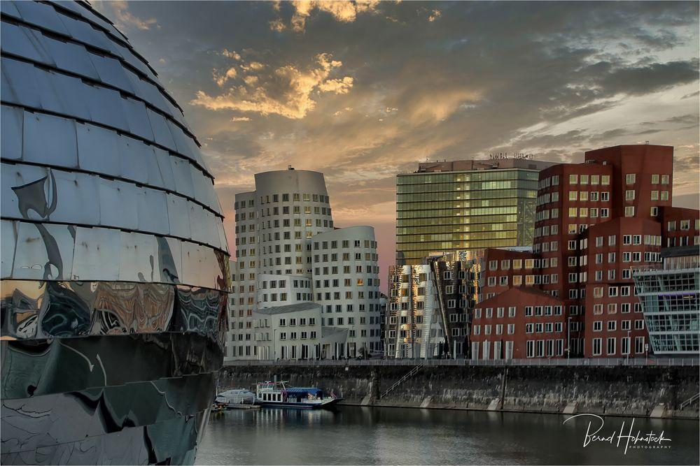 der Medienhafen  Gehry Häuser ..... im Lockdown