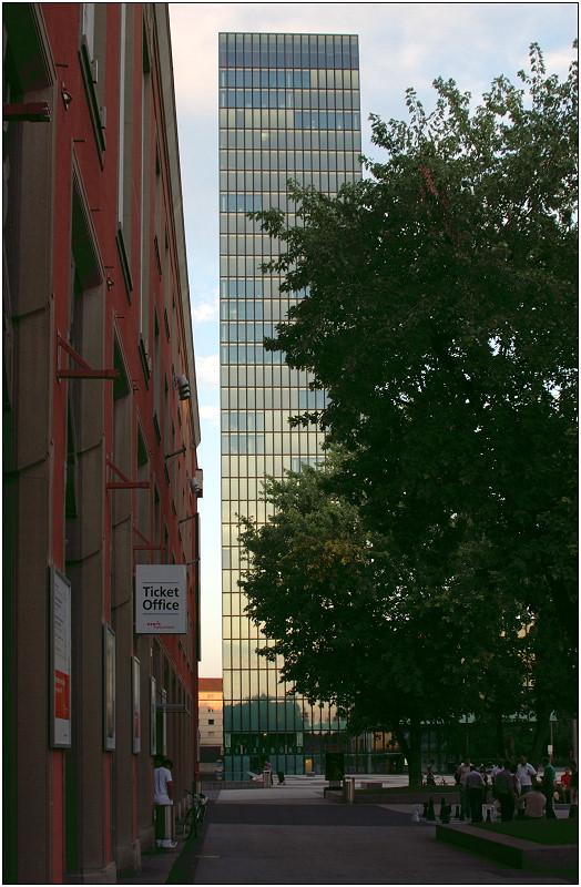 ... der Messeturm Basel ...