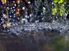 Der Mini-Wasserfall: Es spritzt in alle Richtungen! - Une chute d'eau miniature...