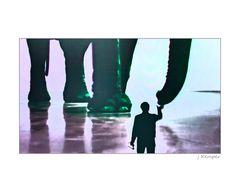 - der mit dem Elefanten spielt - 3