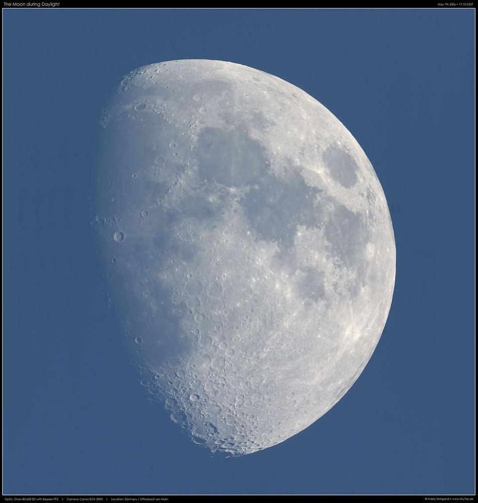Der Mond am Taghimmel des 7. Mai 2006