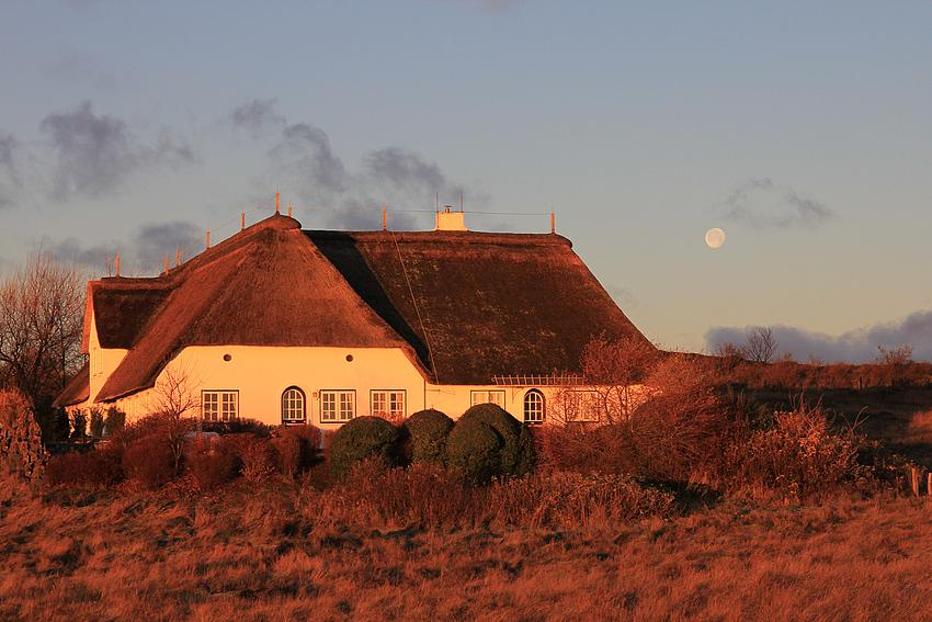 Der Mond bei Sonnenaufgang