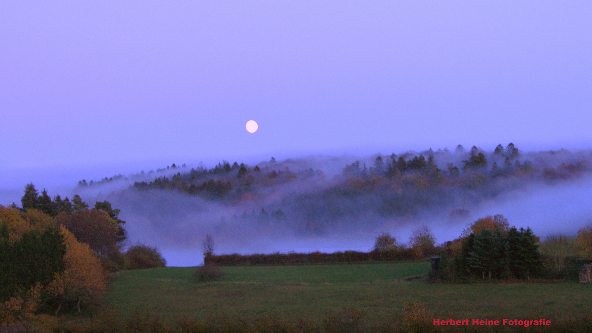 Der Mond, erscheint am Horizont.....