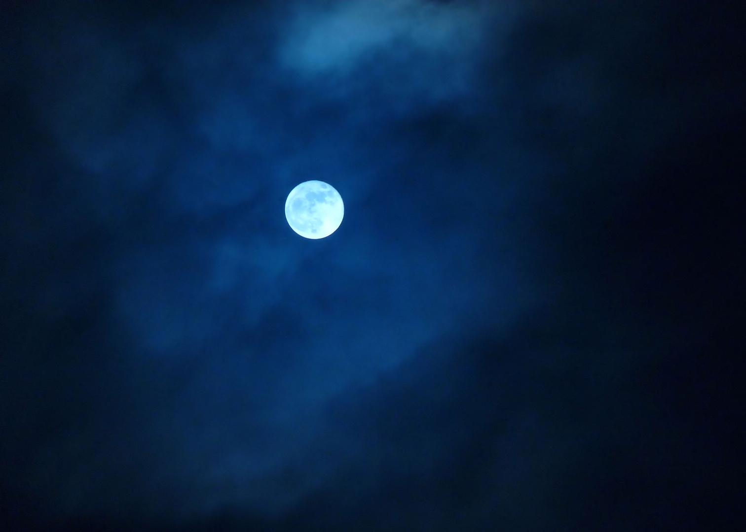 der mond heute nacht foto bild mondaufnahmen himmel universum sonne mond bilder auf. Black Bedroom Furniture Sets. Home Design Ideas