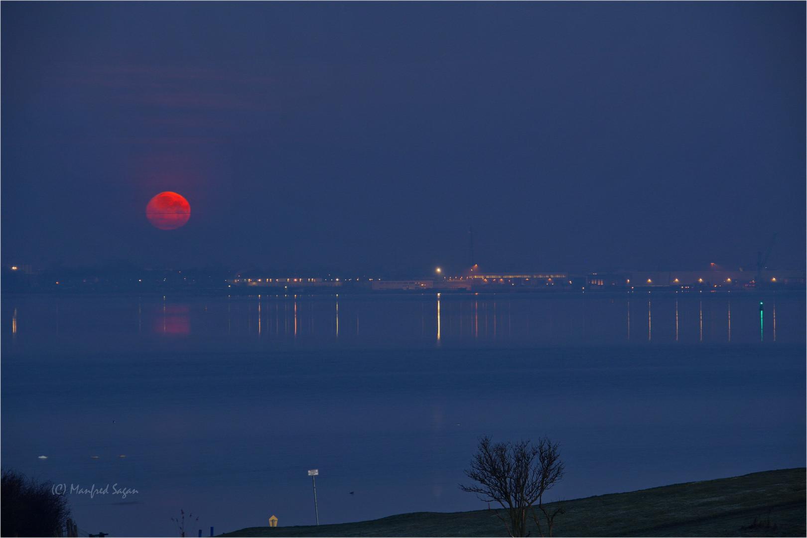 Der Mond - im letzten Augenblick erwischt...