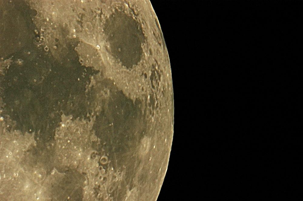 Der Mond in einer klaren Sommernacht