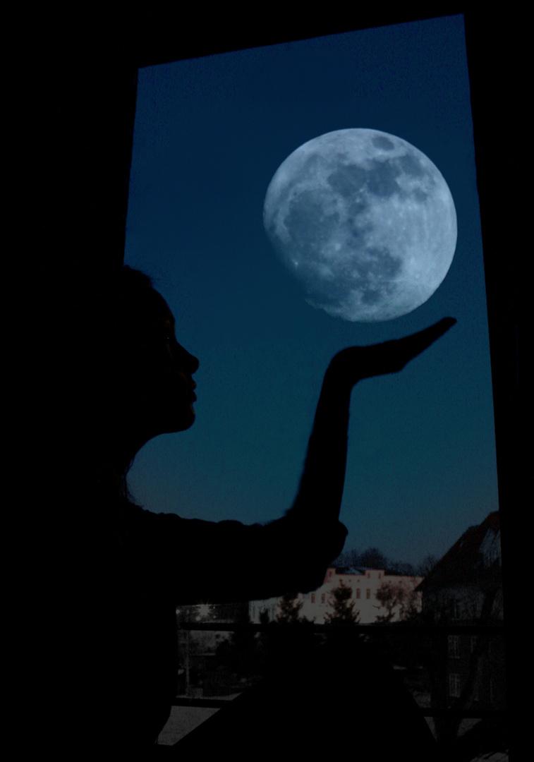 Der Mond ist tod.