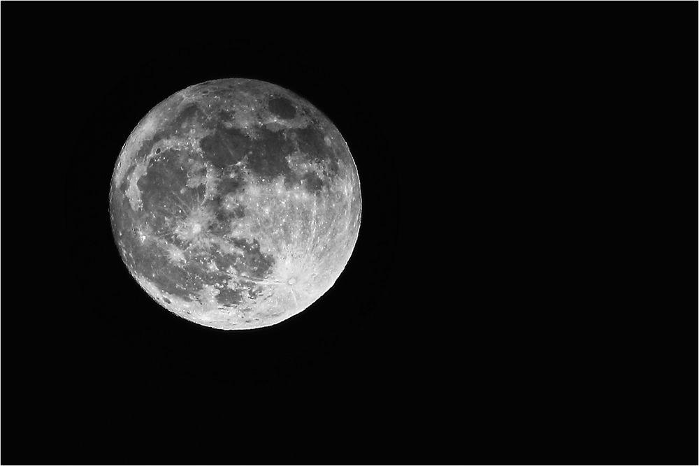 Der Mond - mein erstes Foto 2018