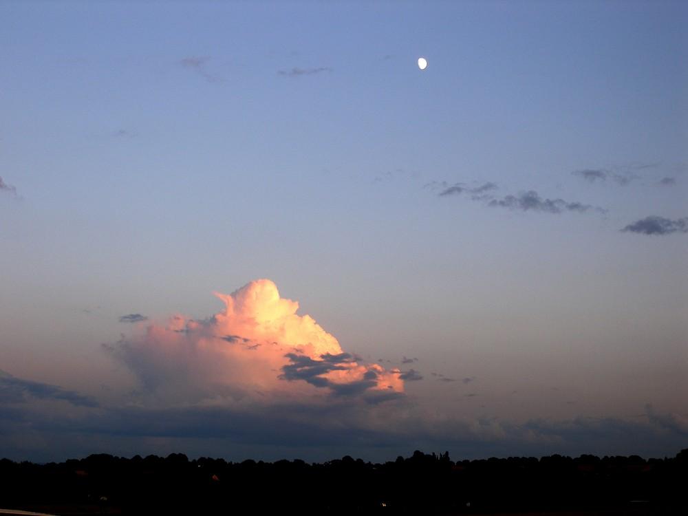 Der Mond schenckt dem WölkCHEN Licht