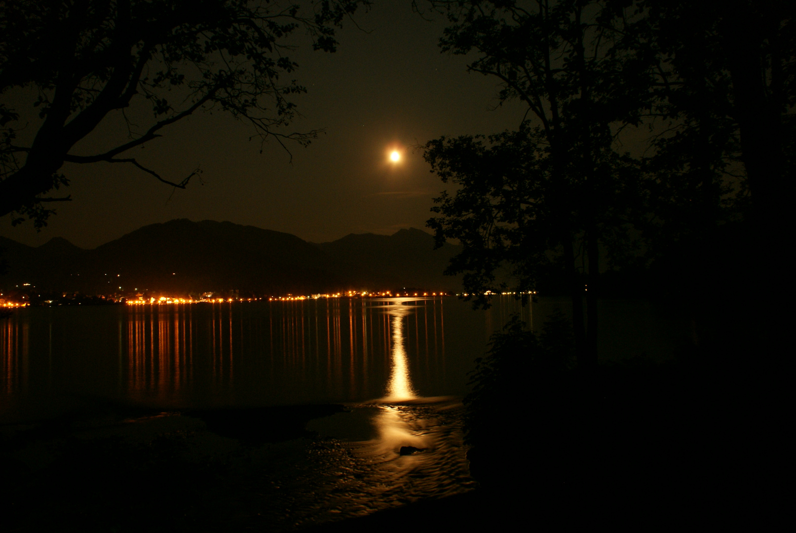Der Mond über dem Tegernsee