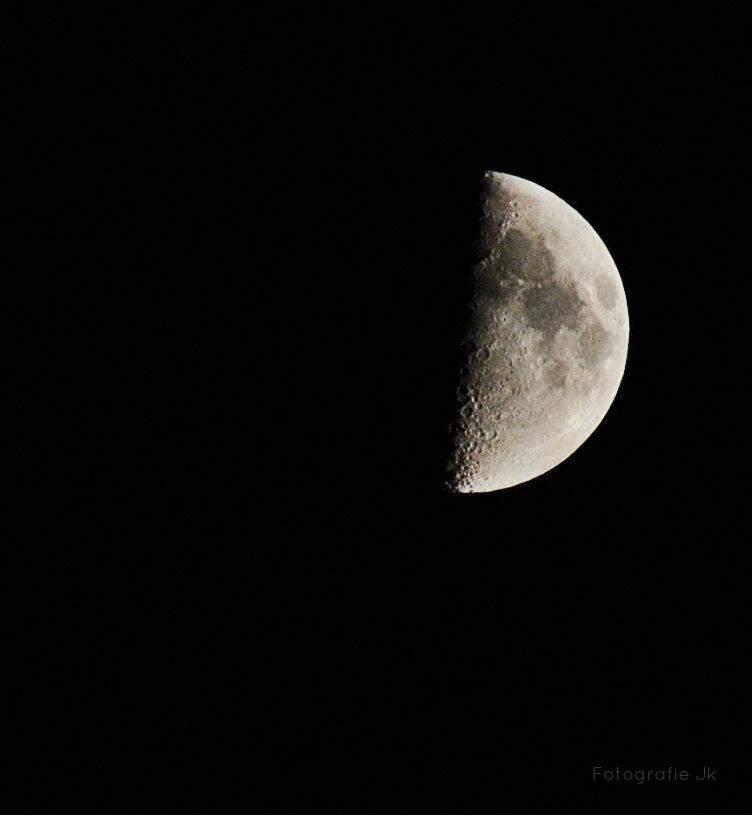 Der Mond zeigt seine Schattenseiten