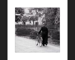 Der Monsignore und sein Damensattel