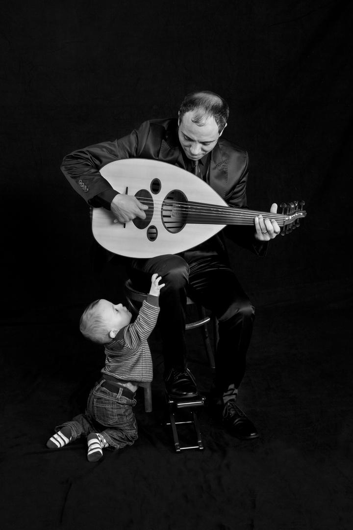 der Musiker mit seinem Sohn