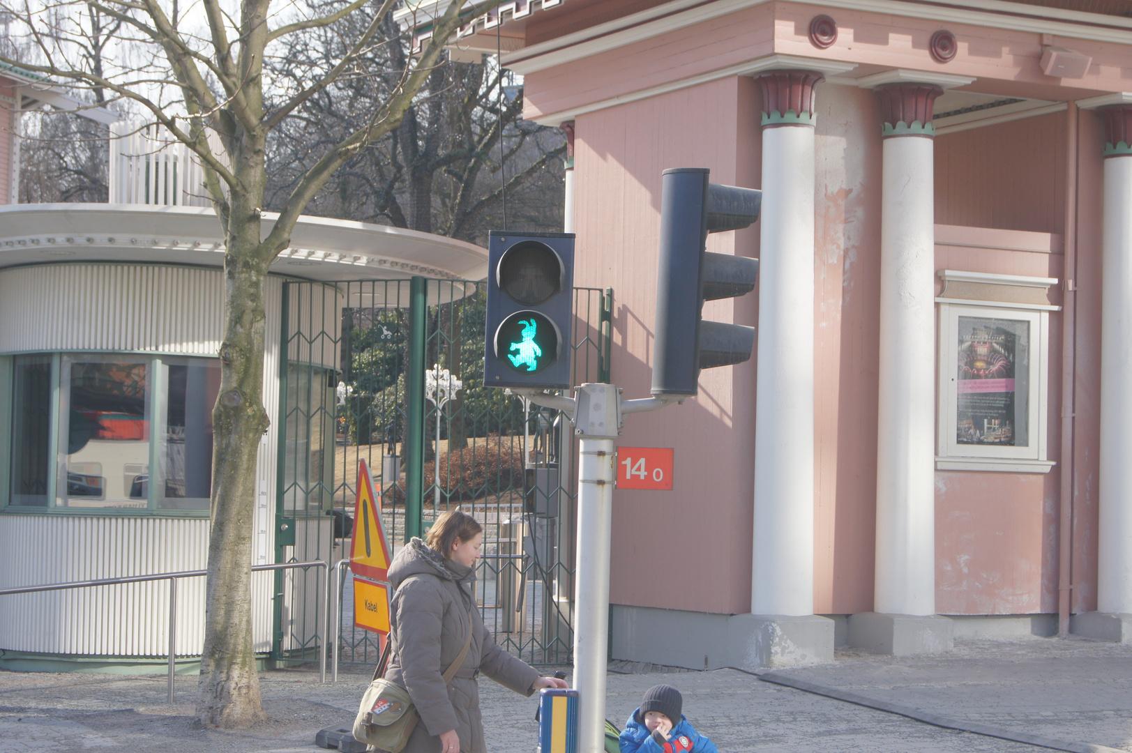 Der Osterhase regelt den Verkehr
