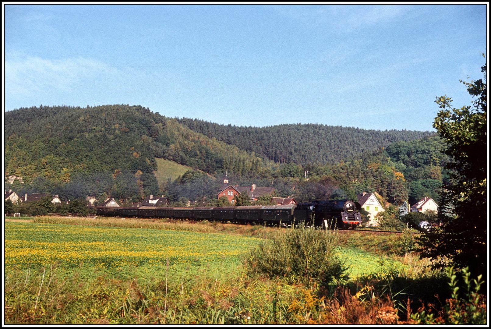 Der P3003 lässt Remschütz in Richtung Saalfeld hinter sich ......... (Schluss)