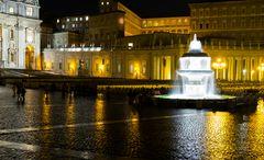 Der Petersplatz bei Nacht und im Regen