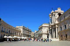 Der Piazza Duomo in Syrakus auf Sizilien