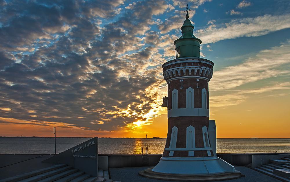 Der Pingelturm im Sonnenuntergang