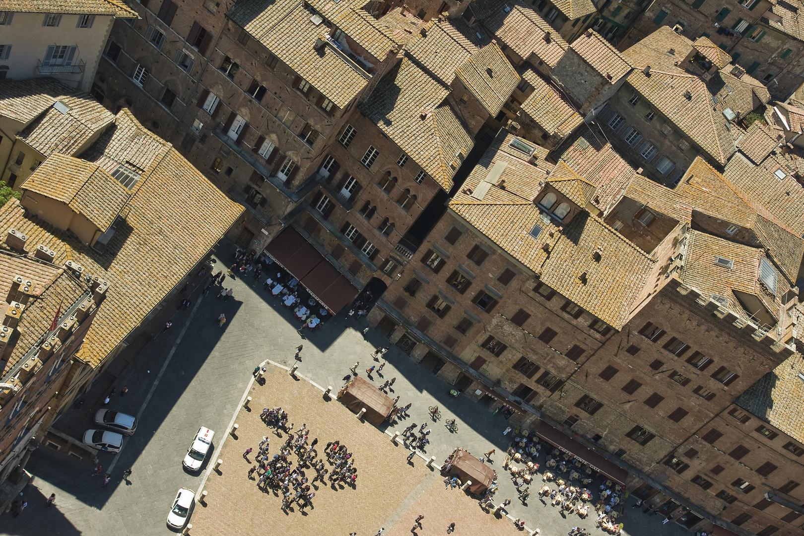 Der Platz und die Dächer