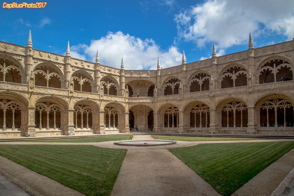 Der quadratische Kreuzhof des Mosteiro dos Jeronimos