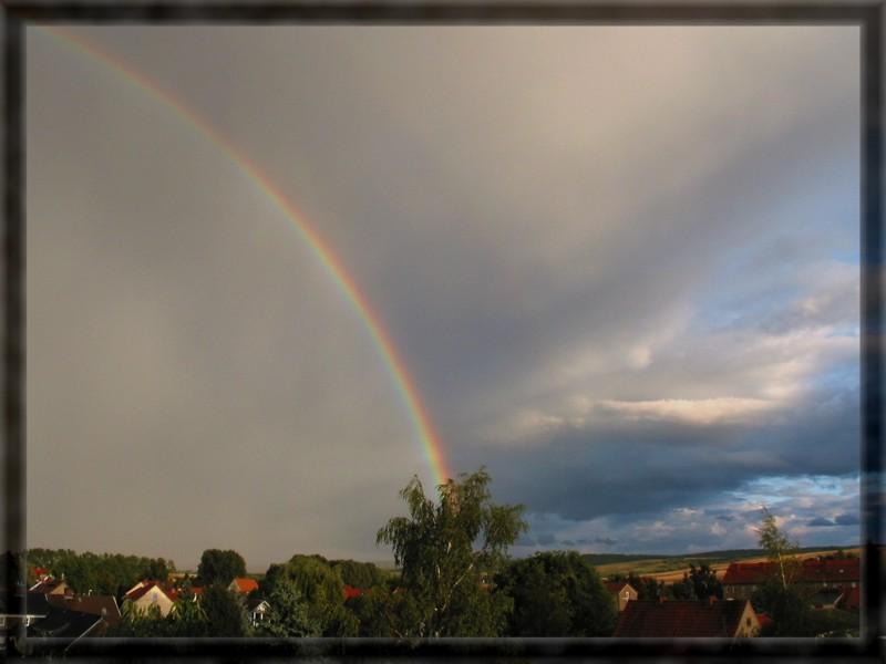 Der regenbogengeteilte Himmel