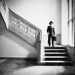 Der Reisende im Treppenhaus