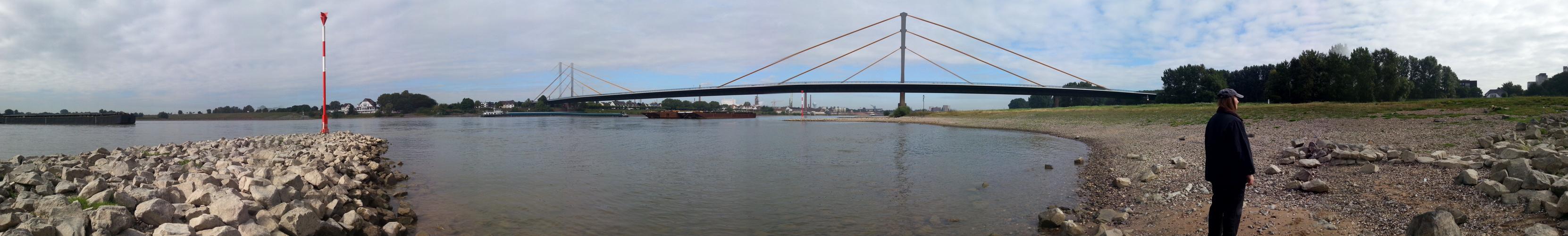 Der Rhein bei Duisburg Neuenkamp