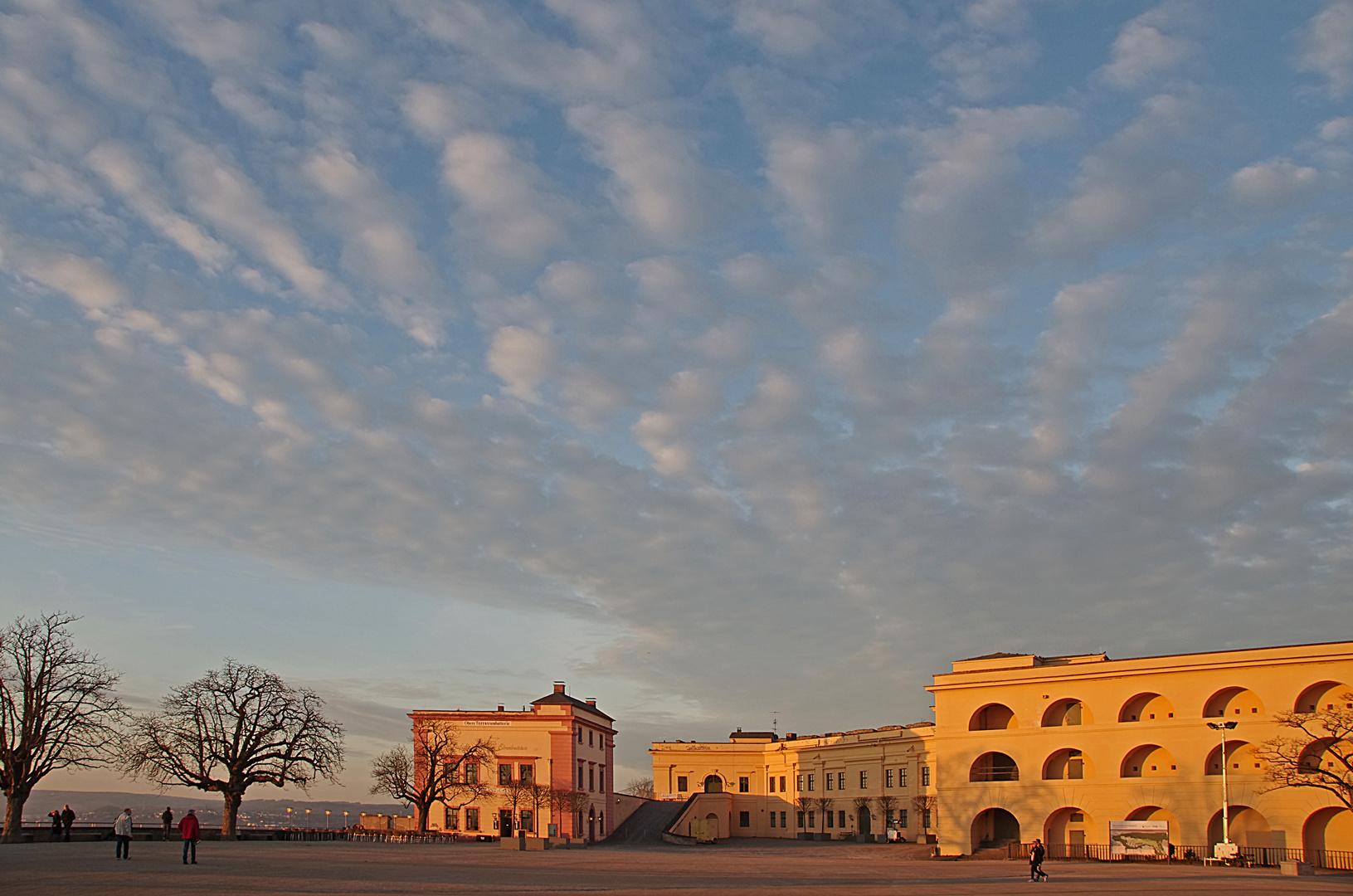 Der riesige Innenhof der Festung Ehrenbreitstein
