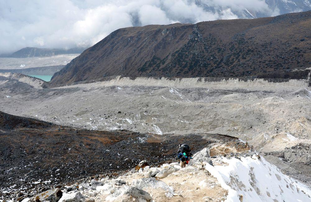 Der Salpudanda Gletscher beim Abstieg vom Larke Pass