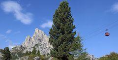 Der Sasso di Stria-Hexenstein 2477m hoch auf dem Falzaregopass...