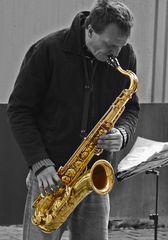Der Saxophonspieler in der Marktpassage