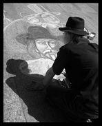 Der Schattenmann schaut in sein Spiegelbild
