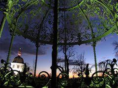 Der Schloßberg, die Zisterne und der Glockenturm