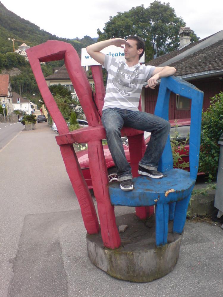 Der schöne farbige Stuhl