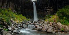 Der schwarze Wasserfall