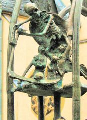 der Sensemann auf dem Marktbrunnen