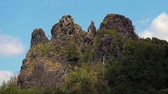 Der Sperlingstein, Vrabinec erhebt sich rechtseitig der Labe (Elbe) und ist 350 m hoch