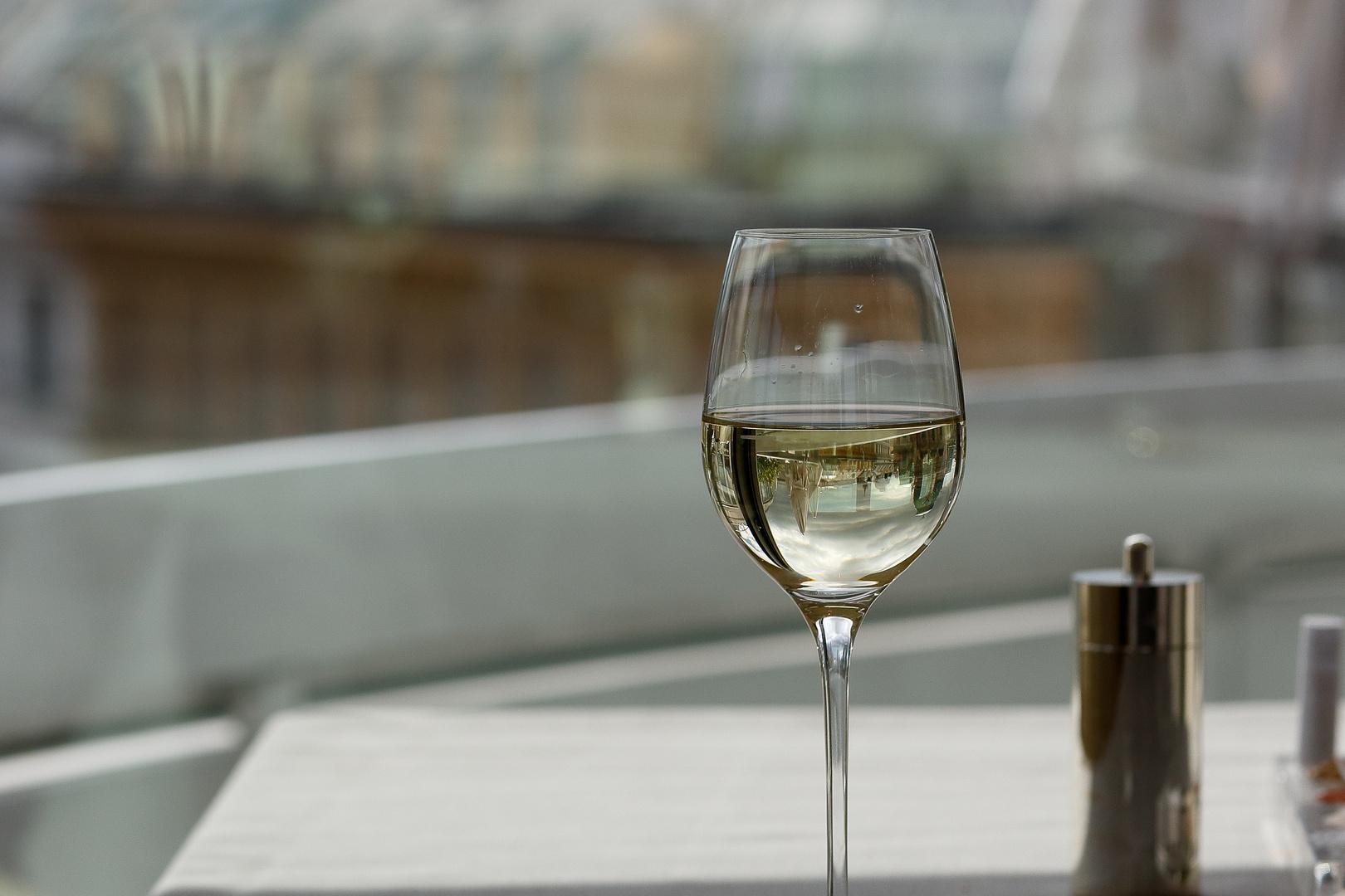 Der Spiegel im Weinglas