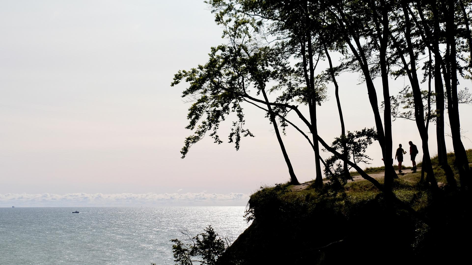 Der Steilküste entlang mit ständigem Blick aufs Meer