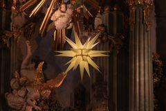 Der Stern über dem Altar...