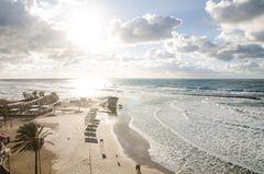 Der Strand von Netanya im Sonnenuntergang - Netanya, israel