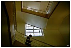 Der Student im Treppenhaus